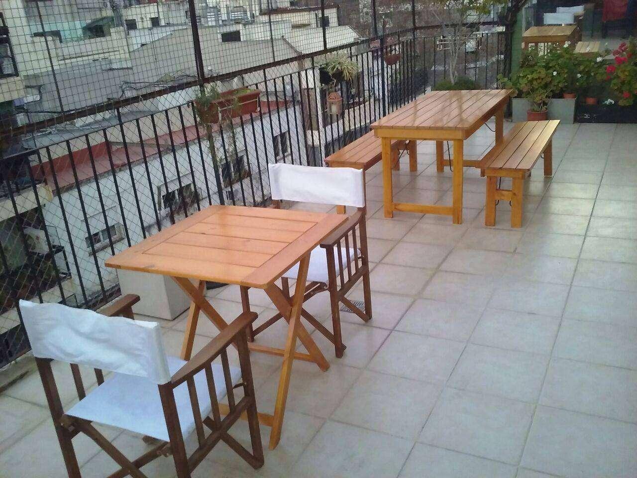 Mesas 75x75 y sillón director en balcón SUM